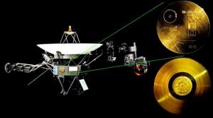La nave interestelar Voyager I, con el disco recubierto en oro adosado en su costado.