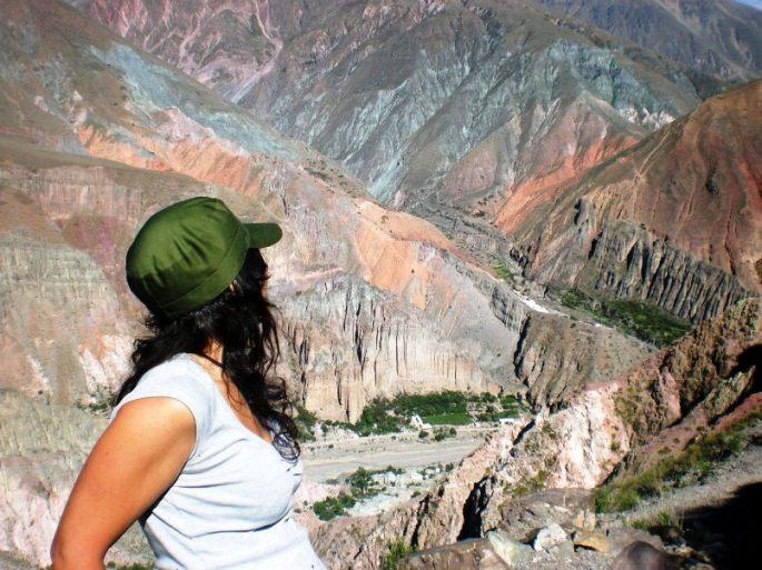 Contemplando Iruya, desde el sendero a Casagrande