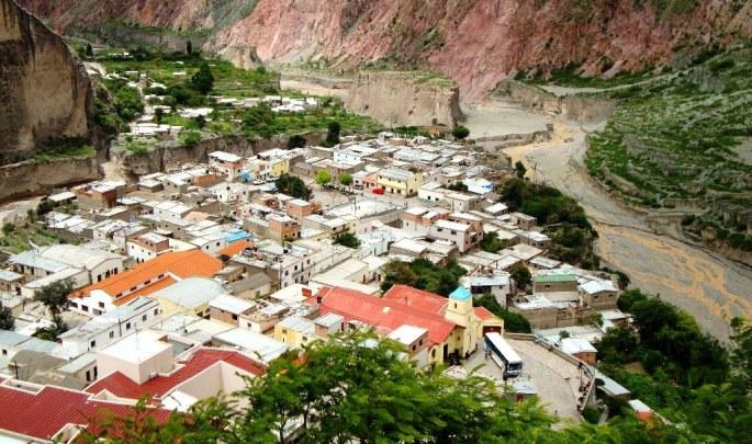 Una vista de Iruya en verano. En el pueblo se ven año a año cada vez más construcciones nuevas. (Foto: Mónica Flores)