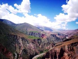 Vista de Campo Achiras y Campo Redondo. Al fondo, el Cerro Morado. (Foto: Pablo Harvey).