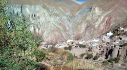 Una vista diferente de Iruya, desde la banda del río Milmahuasi. (Foto: Pablo Harvey)