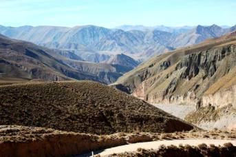 Vista desde el camino que va hacia Iruya. (Foto: Ariadna Sprio)