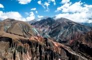 Parte de Iruya, abajo a la derecha. Lo más alto, Cerro El Mesón. (Foto: Loupe Fotografía)
