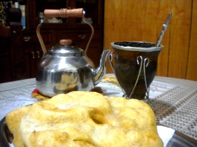 Tarde de lluvia que no para, en San Eduardo. Ideal: mate y tortas fritas...