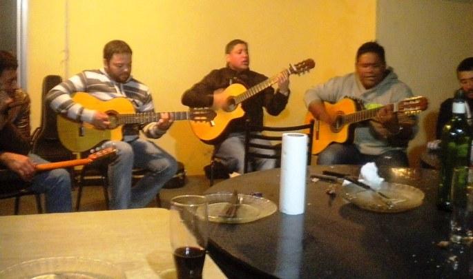 Cristian, Nelson y Omar interpretan una zamba