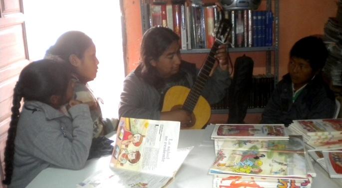 Una clase de guitarra, a cargo de Bibiano, en KURMI