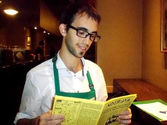 Diego, mozo en Starbucks Café, con NOTIRUYA. En Buenos Aires