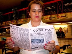 Patricia, moza en Banchero (el creador de la fugazza con queso), en Buenos Aires