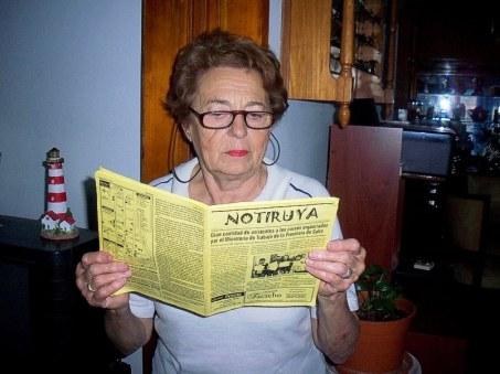 Negrita, leyendo NOTIRUYA