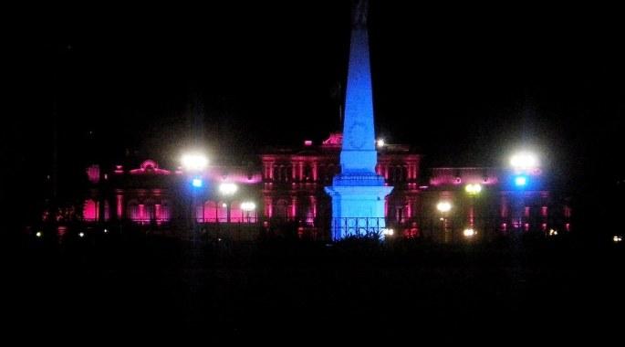 Y la Casa Rosada, aun más cerca; hermosa...