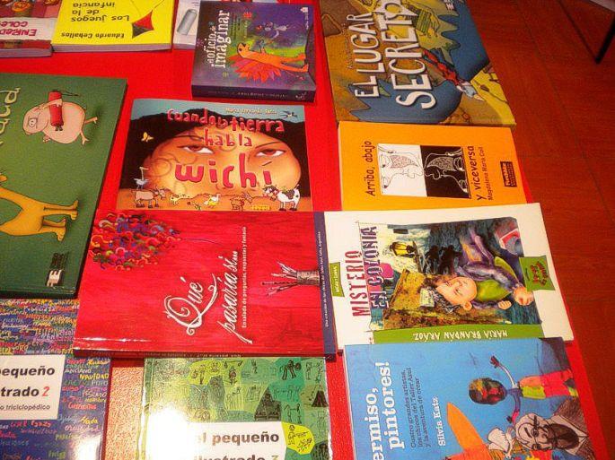 """Otro de los libros de la salteña María Fernanda Rossi: """"Cuando la Tierra habla Wichí"""". En el stand de Salta. Ojalá este año se pueda concretar la bonita idea de que venga a leer cuentos a los niños de Iruya..."""