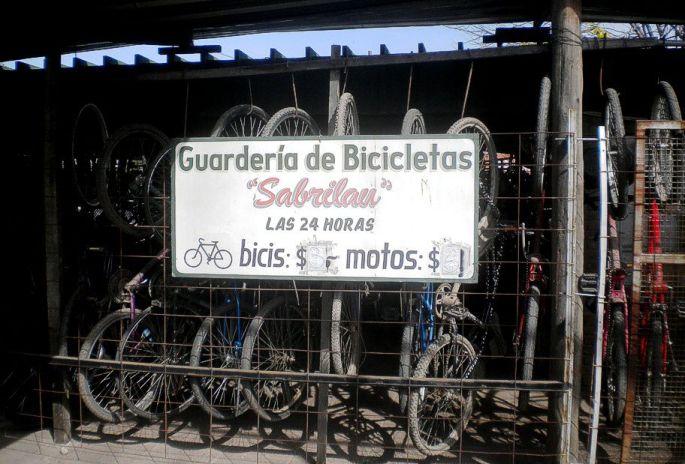 Para dejar en custodia bicicletas y motos; en Ezeiza