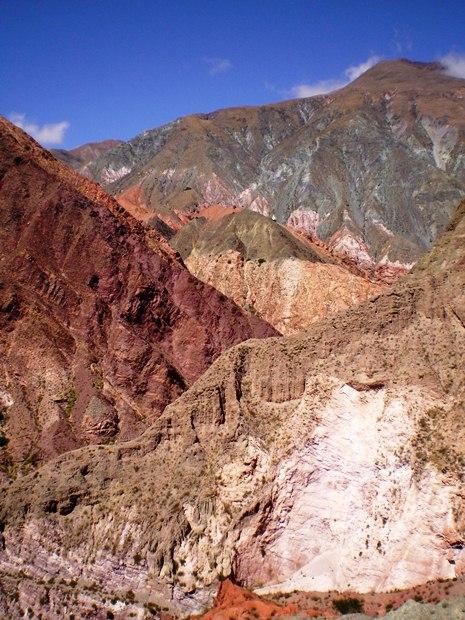 Vista de los cerros cerca de Iruya. (Foto: Pablo Harvey)