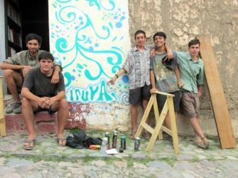 Nacho, Nico Pablo, Julián y Basne. Los autores del mural. (Foto: Pablo Harvey).