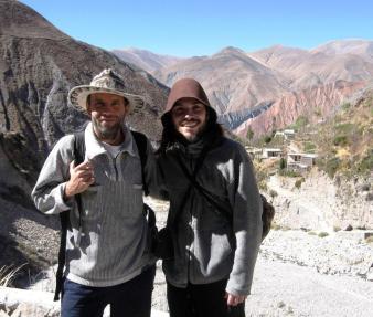 Editor junto a José, un amigo, en San Isidro (Iruya).