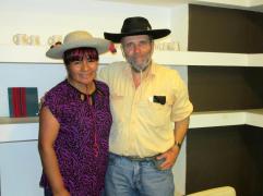 Luisa Camino junto a Pablo Harvey.