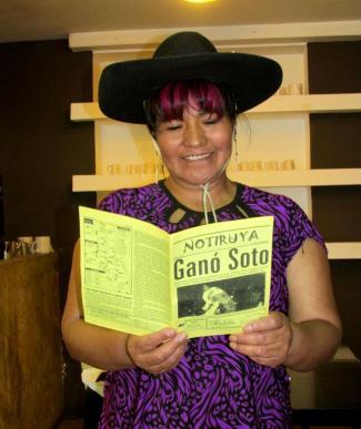 Luisa Camino, con un ejemplar de NOTIRUYA. (Foto: Pablo Harvey).