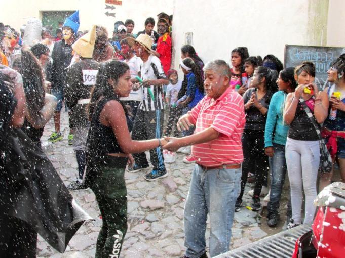Baile de carnaval chico. (Foto: Pablo Harvey).