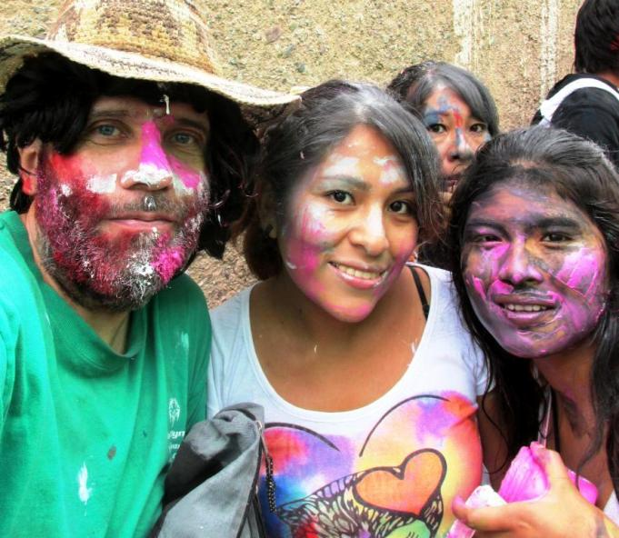 Colores de carnaval... Editor con amigas iruyanas.