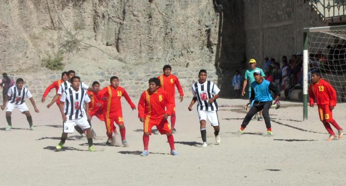 Escena de la final entre San Juan y La Tablada. El partido terminó igualado 1 a 1, y en la definición por penales se consagraría campeón San Juan. (Foto: Pablo Harvey).