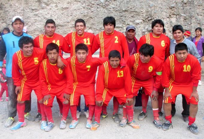 Campeones!!! El equipo de primera de San Juan. En la imagen junto al intendente Alfredo Soto. (Foto: Pablo Harvey).