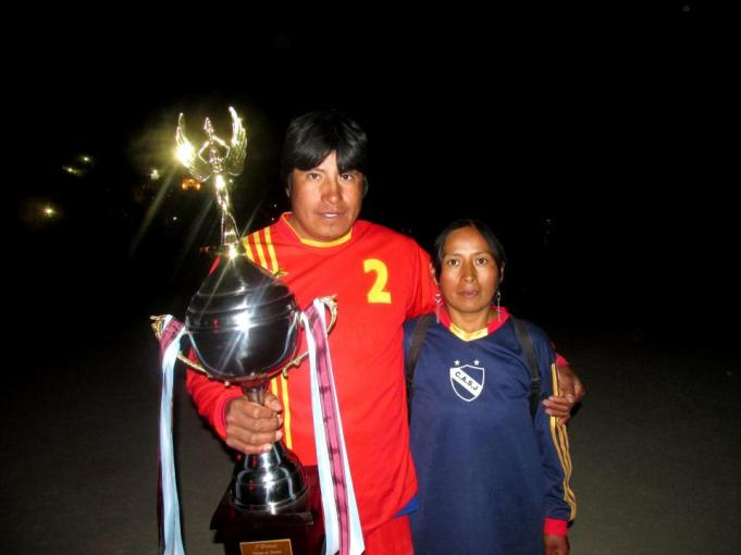 San Juan, campeones en primera y femenino. (Foto: Pablo Harvey).