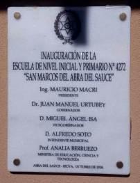 ABRA DEL SAUCE, Iruya, Salta, 09/10/18.- La placa conmemorativa de la inauguración de la escuela. —