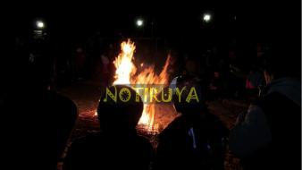 IRUYA, Salta, Argentina, 13/10/18.- Luminaria. El fuego atrae como un imán la atención de los presentes en la noche iruyana. (Foto: Pablo Harvey).